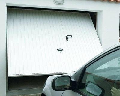 Porte de garage basculante débordante