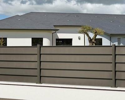 Clôture aluminium sur muret