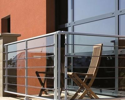 Garde-corps balcon - aluminium vitré et lisses inox