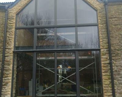 Installation mur-rideau alu laqué noir - façade complète - Caden