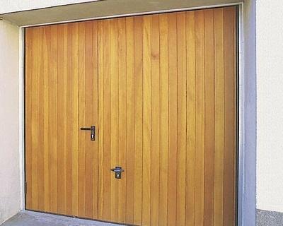 Porte de garage basculante en bois massif