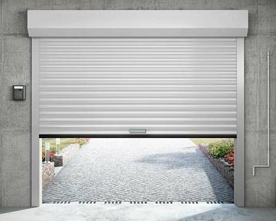 Porte de garage enroulable avec coffre intérieur