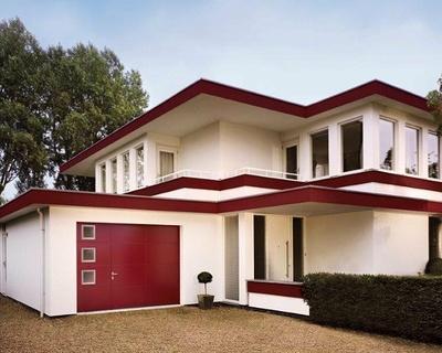 Porte de garage finitions lisses avec hublots et portillon intégré