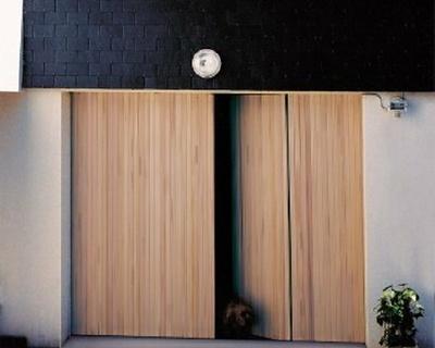 Porte de garage ouverture à la française en pin d''Orégon