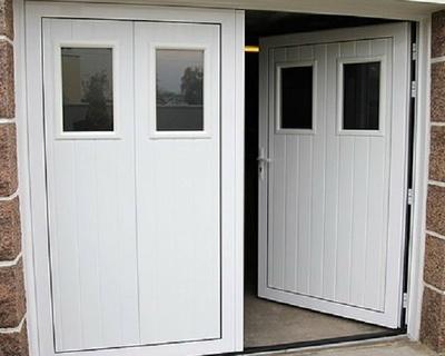 Porte de garage ouverture à la française vers l''intérieur