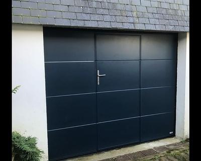 Porte garage sectionnelle plafond avec portillon - Séné