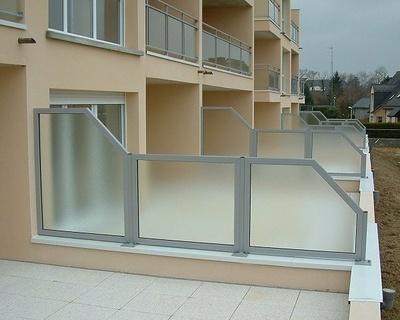 Séparation terrasse aluminium vitré dépoli