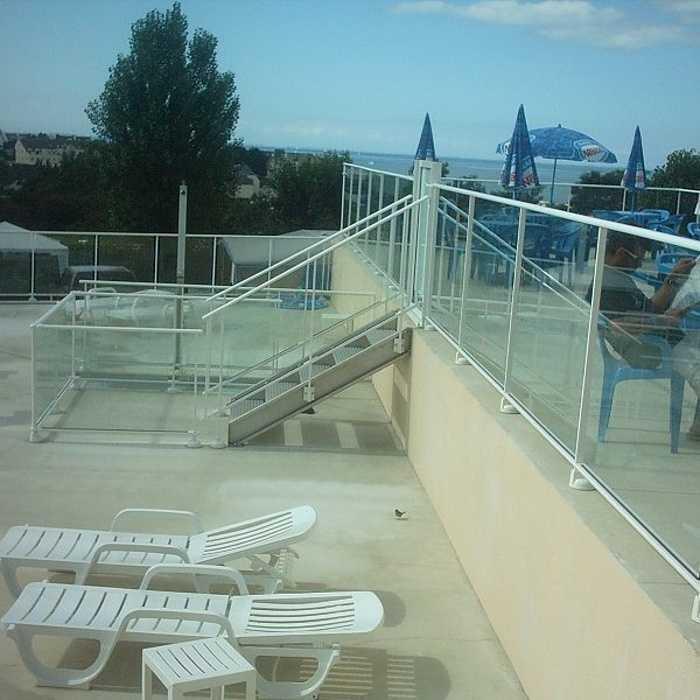 Barrière alu vitrée pour piscine 0
