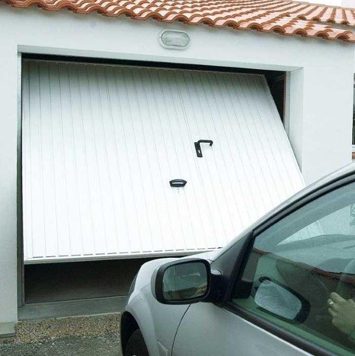 Porte de garage basculante débordante 0