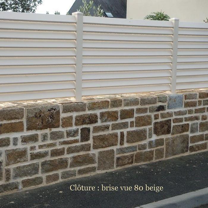 Clôture PVC beige sur mur en pierre 0