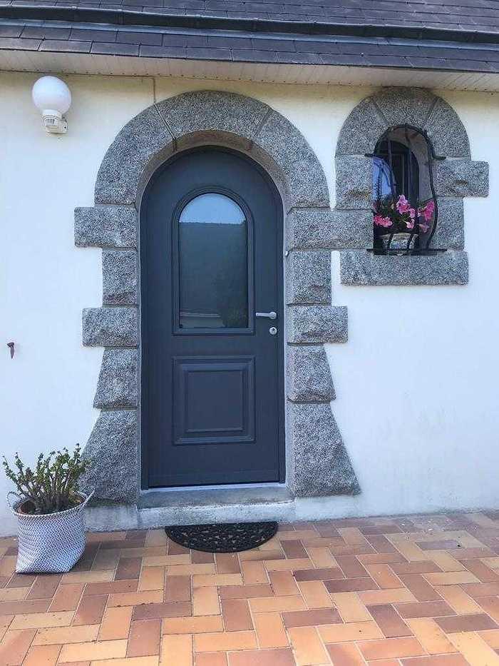 Installation d''une porte d''entrée cintrée en aluminium - Arradon - 56 arradon0219