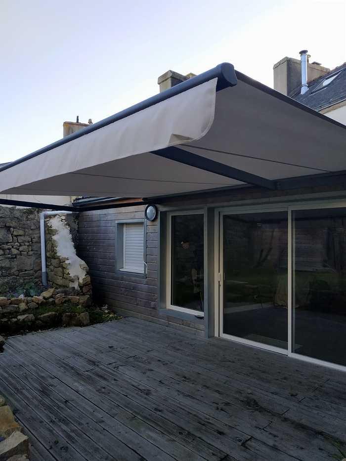 Fenêtres coulissantes avec châssis alu et pose d''un store -Etel index