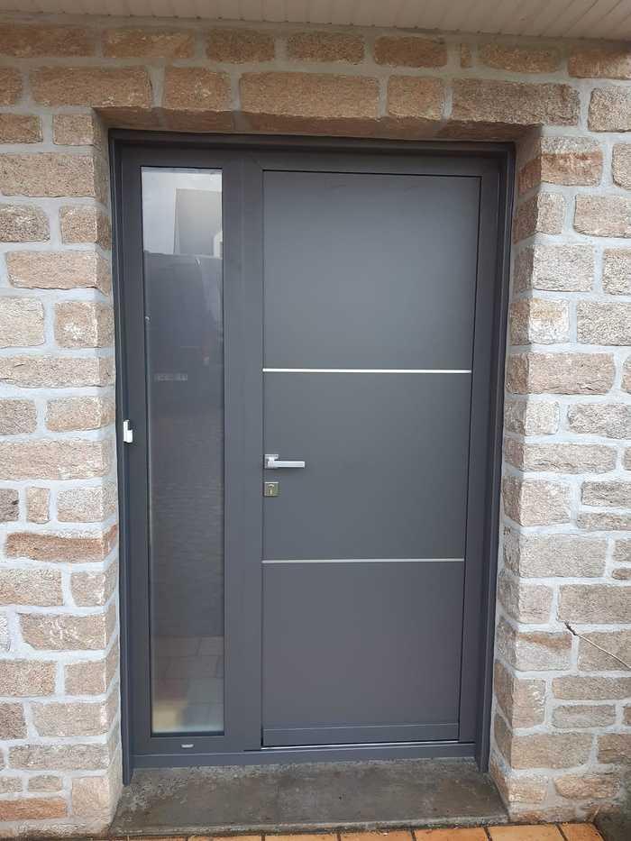 Porte entrée alu gris et verresablé - Saint Gildas de Rhuys 0