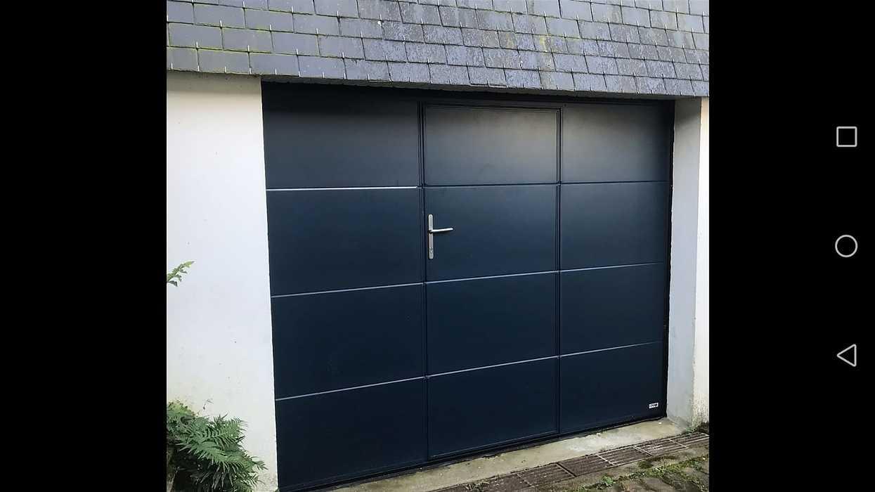 Porte garage sectionnelle plafond avec portillon - Séné 0