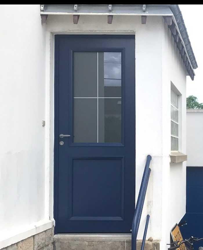 Porte d''entrée aluminium - semi vitrée coloris bleu - Auray 0