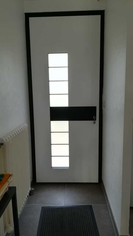 Porte d''entrée - maison contemporaine - Trédion e0fb8969-b00d-4b3d-83ea-dc1054530954