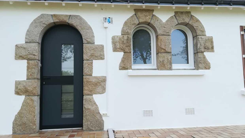 Porte d''entrée - maison contemporaine - Trédion 0
