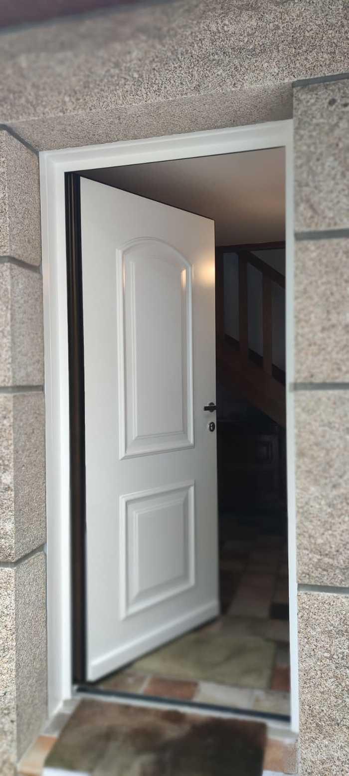Porte d''entrée classique aluminium - Carnac 3