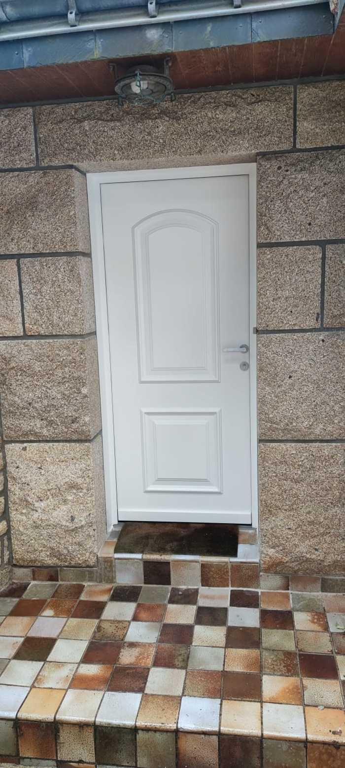 Porte d''entrée classique aluminium - Carnac 4